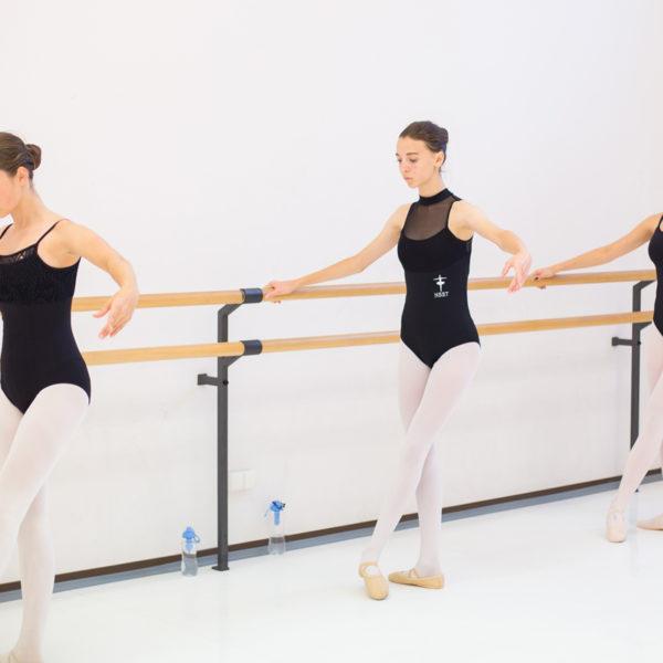 baletnice uczą się tańca klasycznego w poznaniu